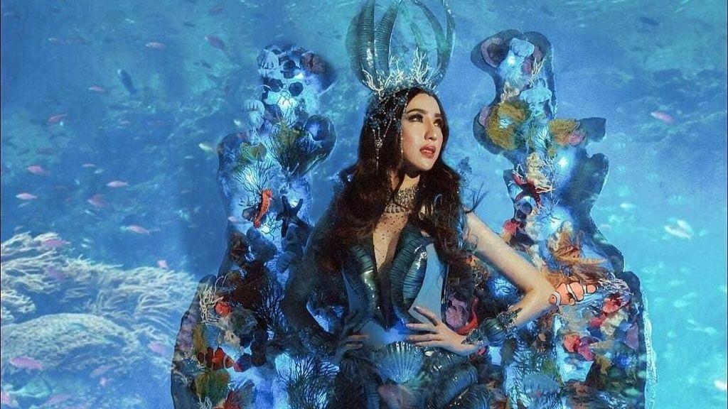 Meriah & Seksi, Gaya Nadia Pakai Kostum Nasional di Miss Grand International