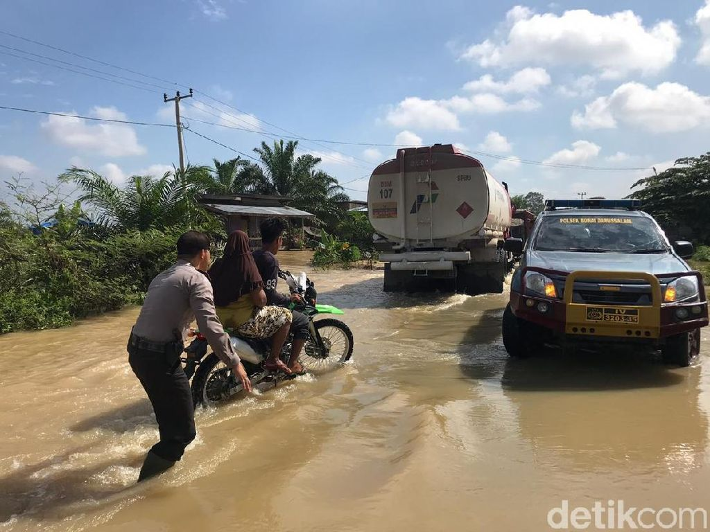 Banjir Kiriman dari Sumbar Rendam Kawasan Rohul Riau
