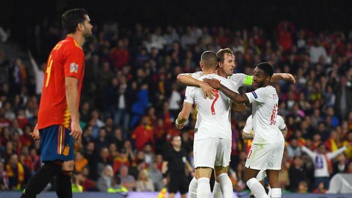 Kegemilangan Raheem Sterling dan Harry Kane beri mimpi buruk untuk timnas Spanyol. (Foto: David Ramos/Getty Images)