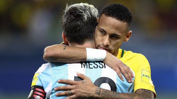 Lionel Messi dikabarkan turun tangan mencegah transfer Neymar ke Real Madrid (Buda Mendes/Getty Images)