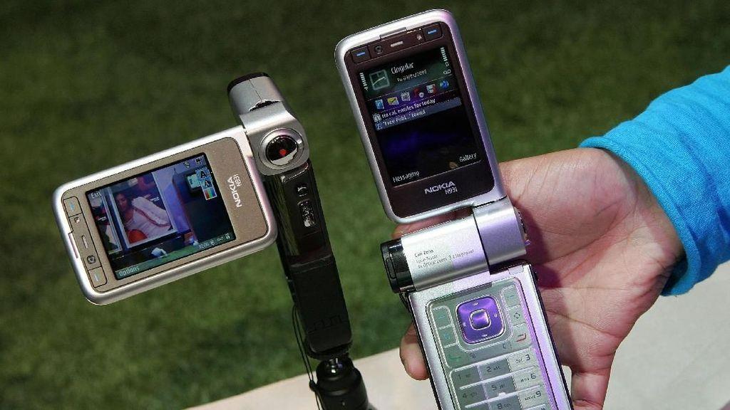 Nostalgia! Ini Ponsel Jadul Berkamera yang Canggih di Eranya