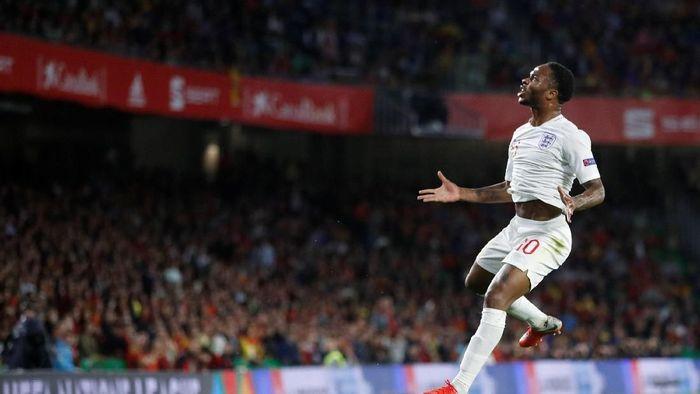 Raheem Sterling bikin dua gol ke gawang Timnas Spanyol (Carl Recine/Reuters)