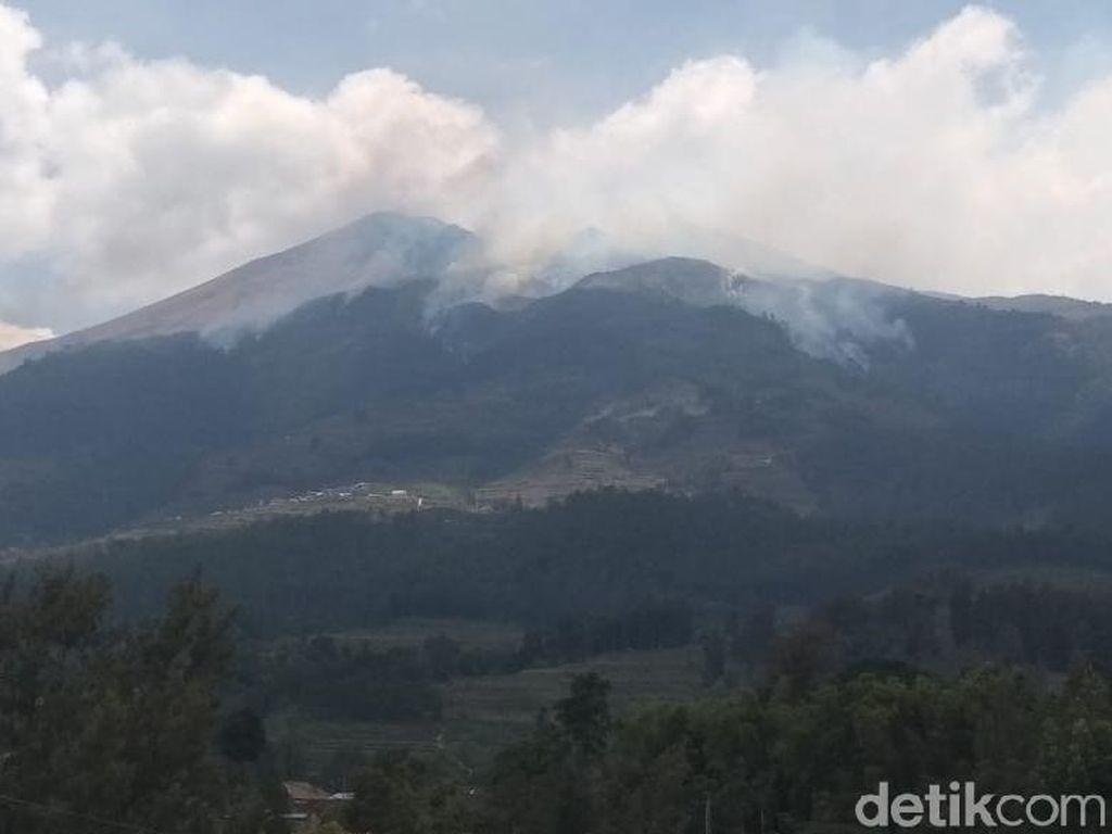 Kebakaran Gunung Merbabu Belum Padam, Apa yang Jadi Kendalanya?