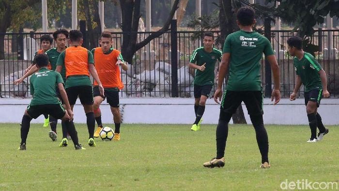 Pemain timnas Indonesia U-19 dalam sesi latihan. (Foto: Ari Saputra/detikcom)