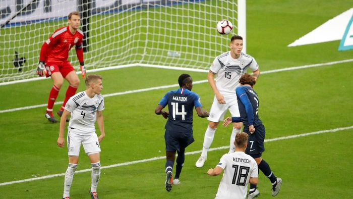 Griezmann membawa Prancis menyamakan skor menjadi 1-1 di menit ke-62 lewat gol sundulan. Sebelumnya Prancis tertinggal dari Jerman lewat penalti Toni Kroos di Stade de France, Rabu (17/10/2018) dini hari WIB, dalam laga ketiga Grup 1 Liga A UEFA Nations League. (Foto: Charles Platiau/Reuters)