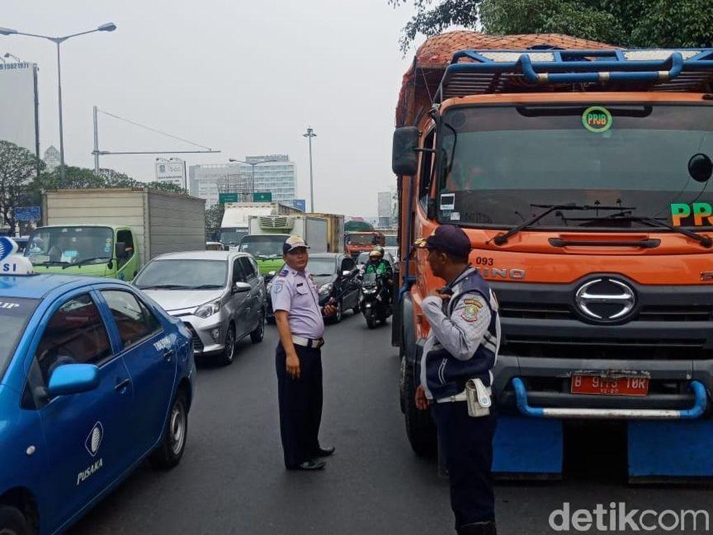 Jakarta vs Bekasi Soal Truk Sampah