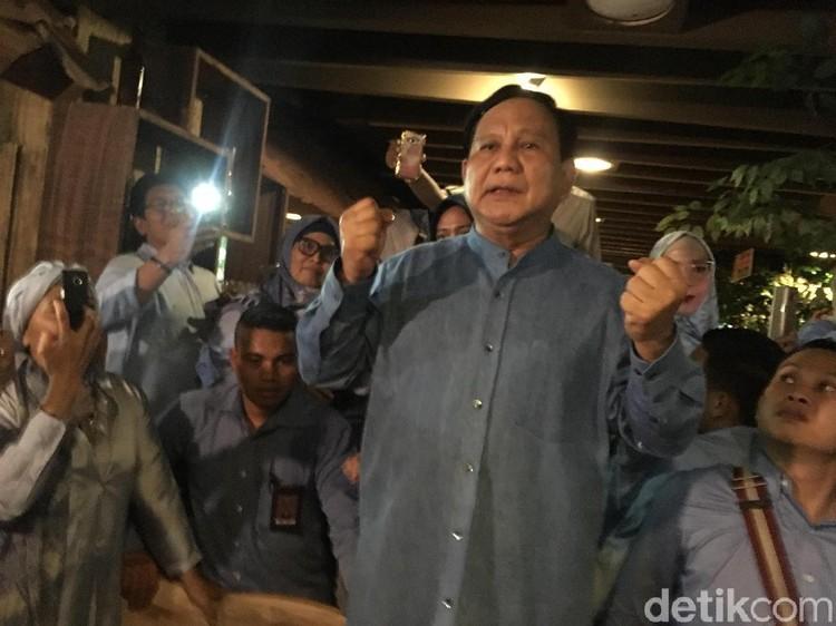 Ultah Ke-67, Prabowo Sapa Pendukung di Blok M
