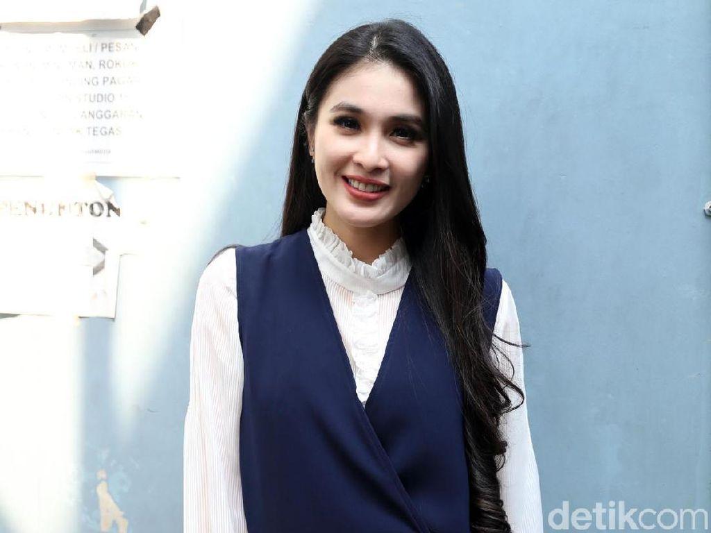Reaksi Sandra Dewi Lihat Wajahnya Ada Di Bokong Truk