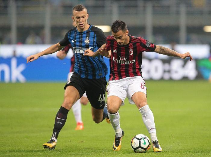 Duel AC Milan dengan Inter Milan. (Foto: Emilio Andreoli/Getty Images)