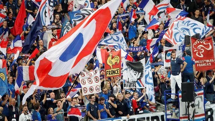 Para pendukung Prancis memadati Stade de France, Rabu (17/10/2018) dini hari WIB untuk mendukung Les Bleus menghadapi raksasa Jerman. (Charles Platiau/Reuters)