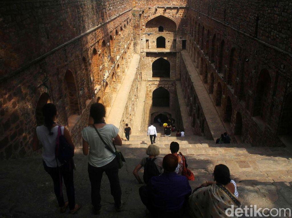Melihat Salah Satu Sumur Bertingkat di New Delhi