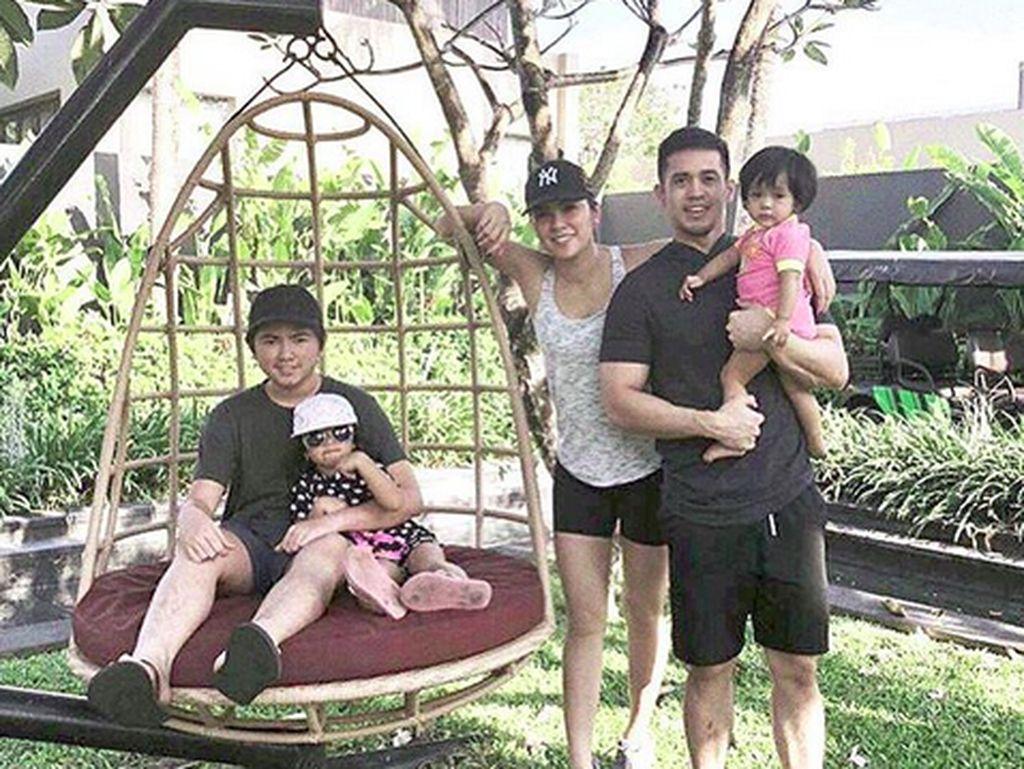 Momen Bahagia Hot Mom Olla Ramlan dan Keluarga