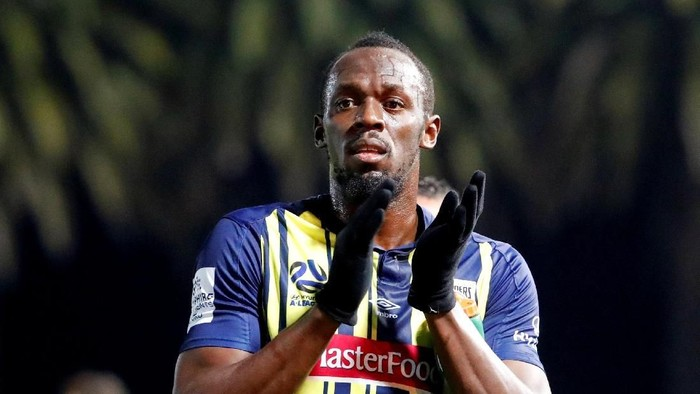 FILE PHOTO: Soccer Football - Central Coast Mariners v Central Coast Select - Central Coast Stadium, Gosford, Australia - August 31, 2018  Central Coast Mariners Usain Bolt applauds the fans after the match  REUTERS/David Gray/File Photo
