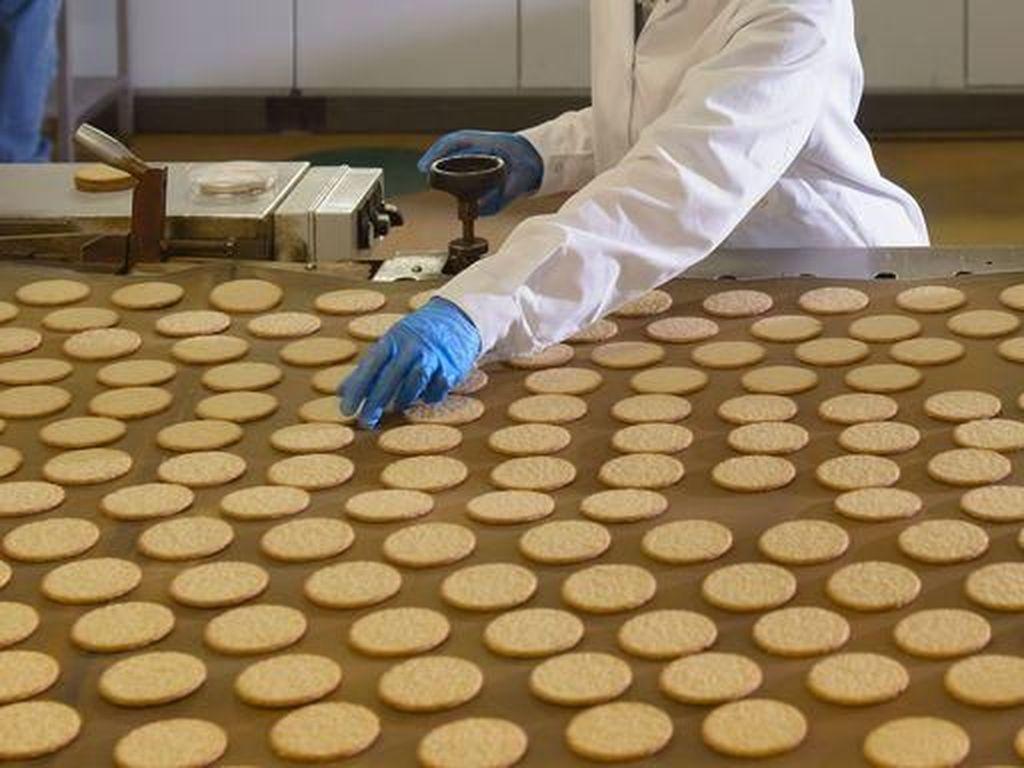 Curiga Karyawan Kencing di Mesin Pabrik, Perusahaan Ini Buang 22.680 Kg Produk