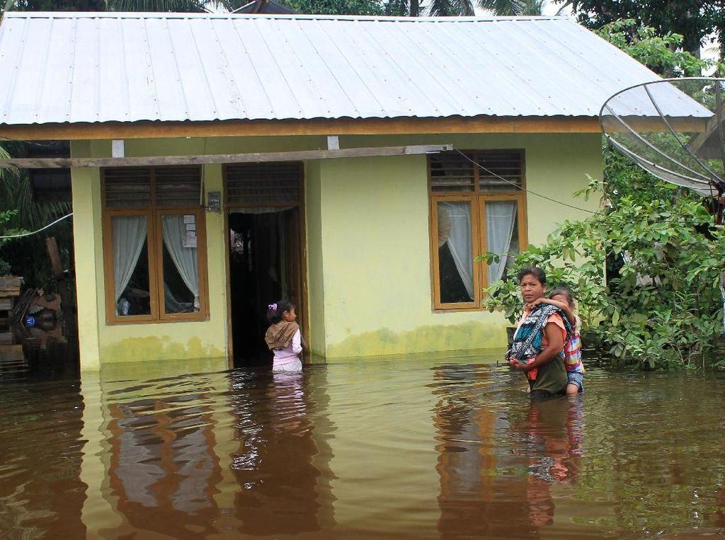 Banjir Merendam Sejumlah Daerah di Sumatera
