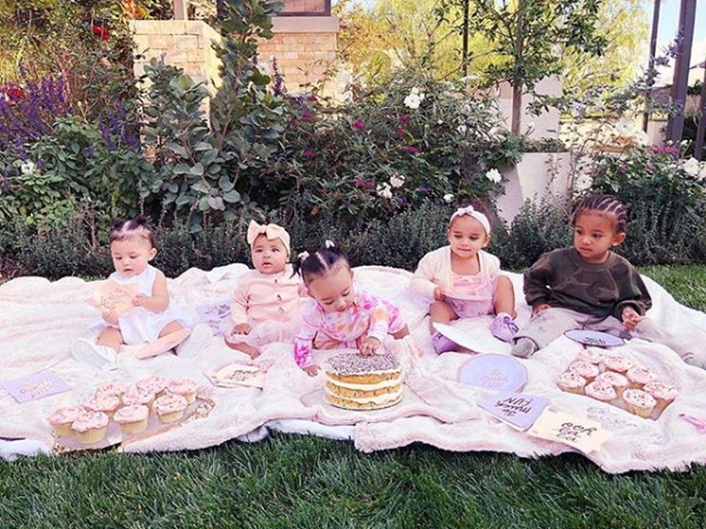 Cousin Goals, 8 Potret Keakraban Anak-anak Keluarga Kardashian