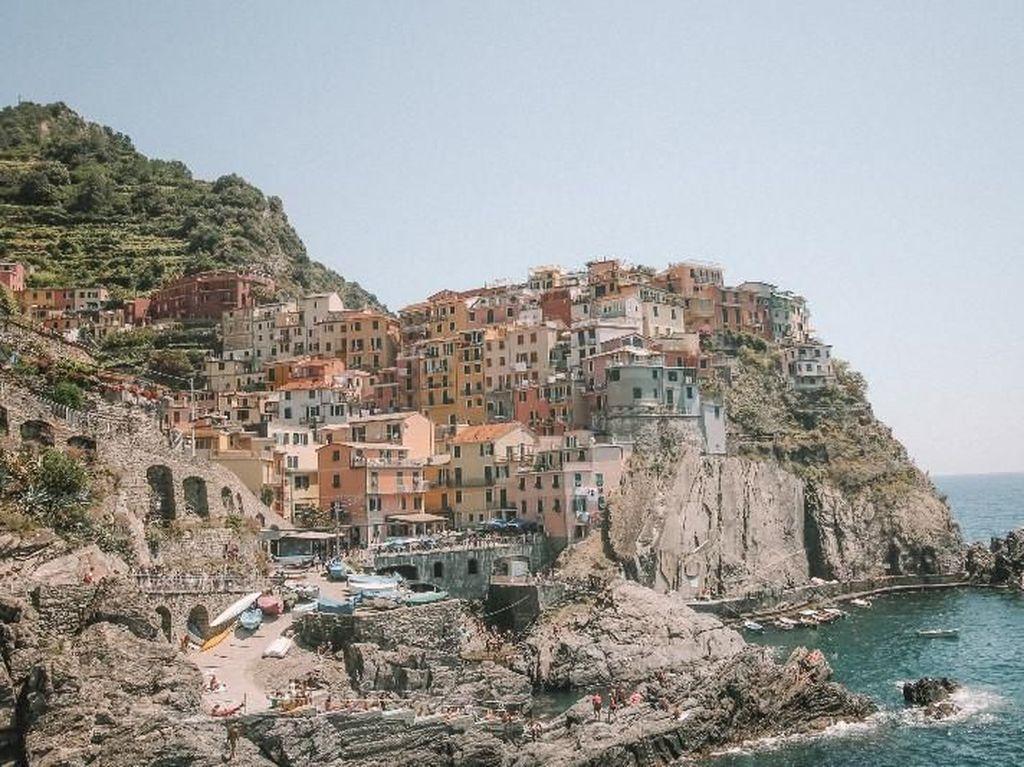 Pesona 5 Desa Warna Warni di Italia