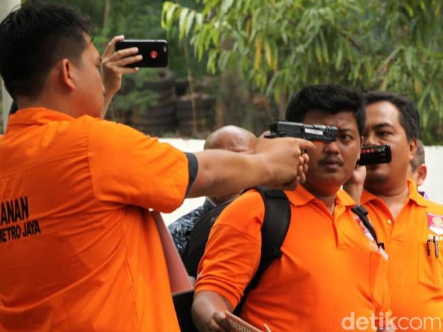 Detik-detik Peluru Nyasar ke DPR Direkonstruksi