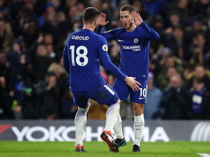 Eden Hazard dan Olivier Giroud jadi konbinasi maut Chelsea untuk menciptakan gol (Julian Finney/Getty Images)