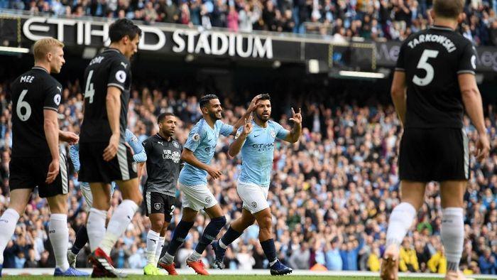 Manchester City unggul 1-0 atas Burnley di babak pertama berkat gol Sergio Aguero (Foto: Shaun Botterill/Getty Images)