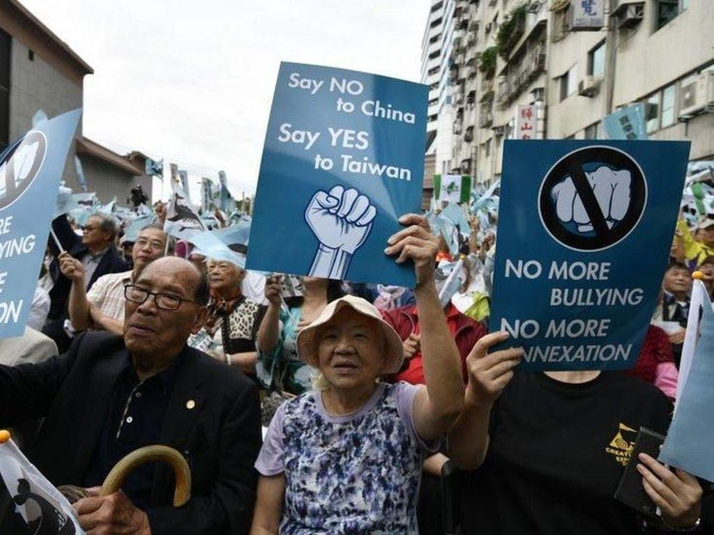 Ribuan Orang Berunjuk Rasa Desak Taiwan Merdeka dari China
