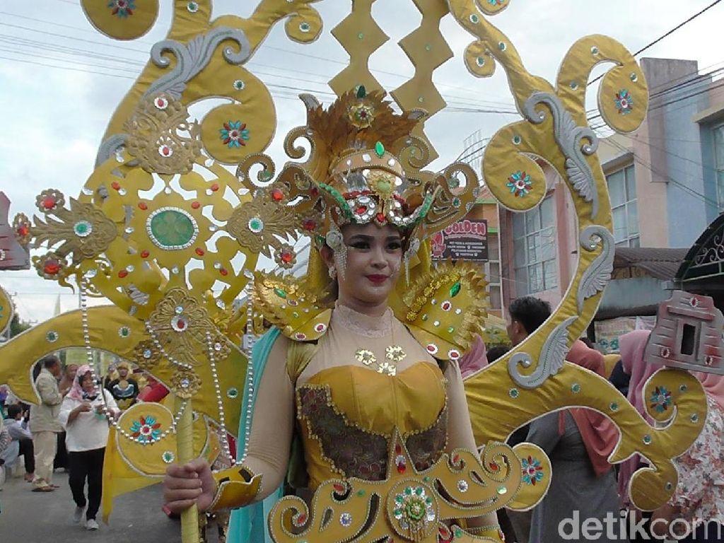 Menilik Keindahan Kain Khas Gorontalo di Festival Karawo
