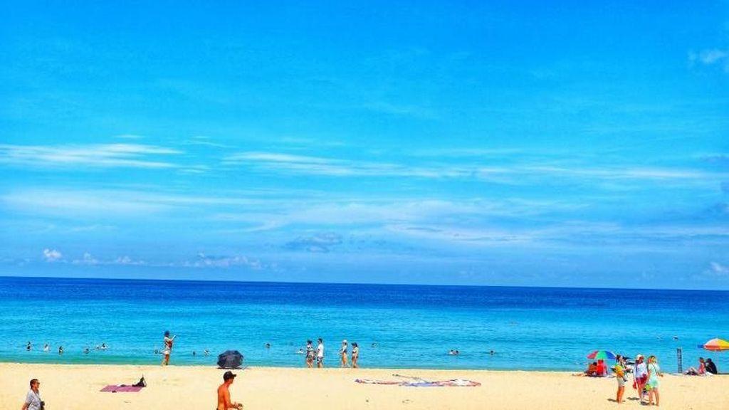 Jelajah Pantai Phuket di Thailand Pakai Motor
