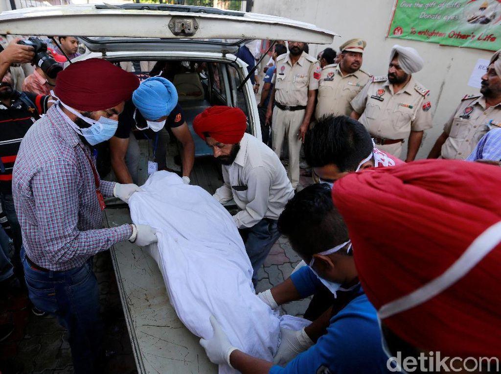 50 Orang Tewas Tertabrak Kereta di India