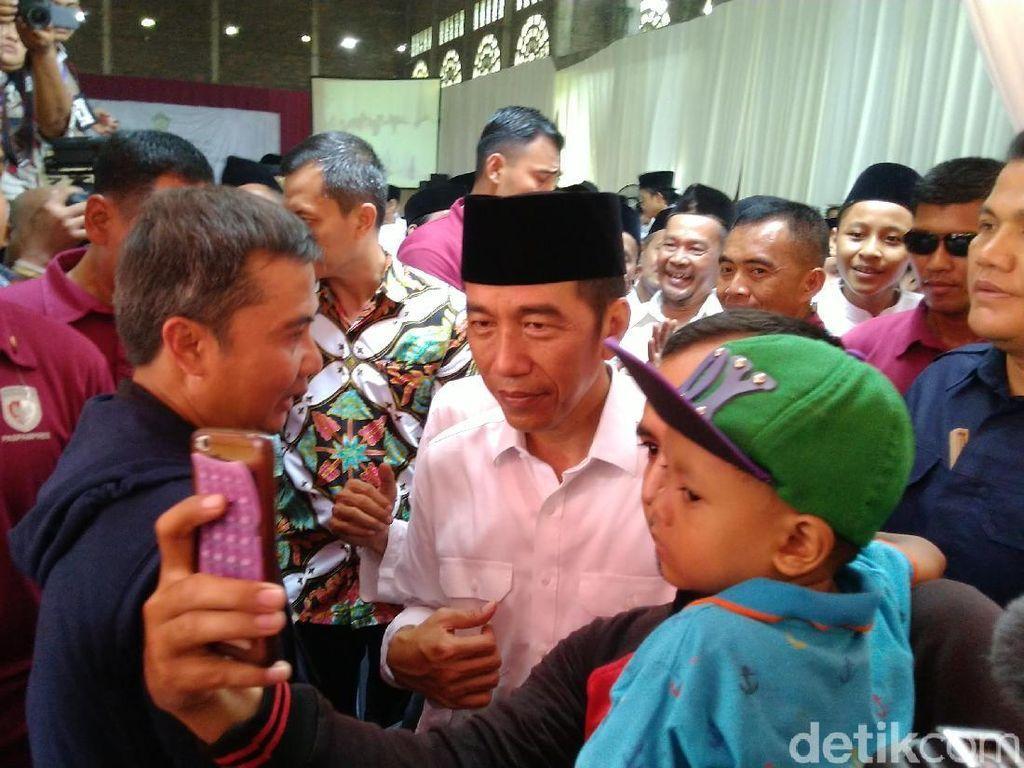 Jokowi Bicara Soal Hoax yang Terpa Dirinya kepada Santri