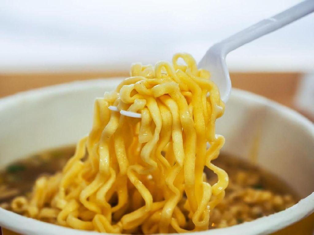 Apa yang Membuat Makan Mi Instan Buruk bagi Kesehatan Tubuh?