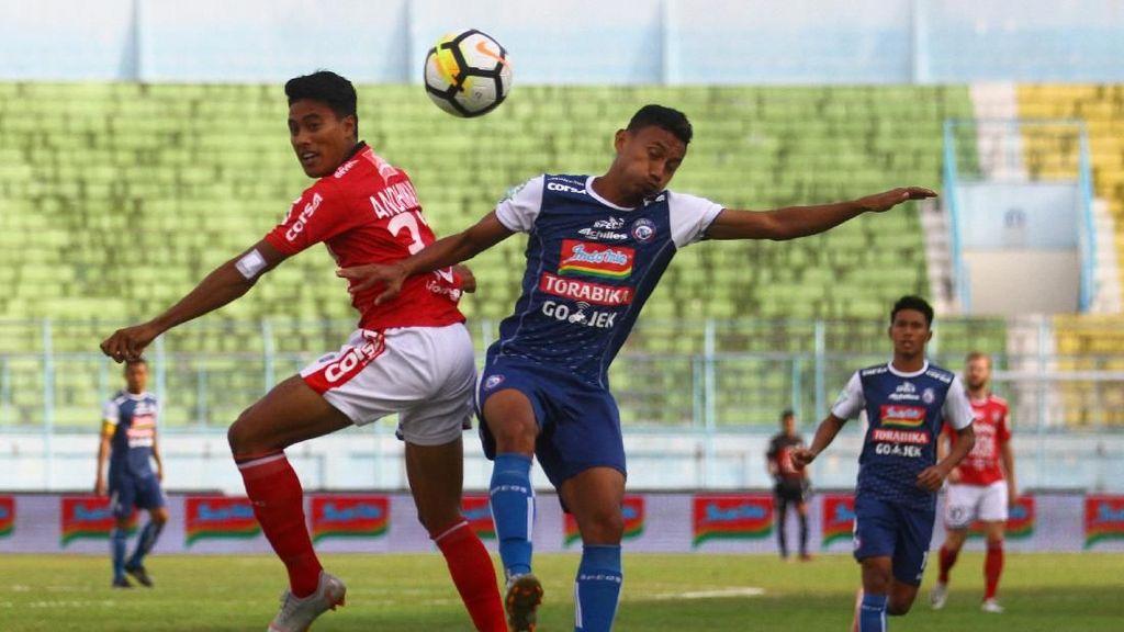Hanif Sjahbandi Bikin Dua Gol, Arema Hantam Bali United 3-1