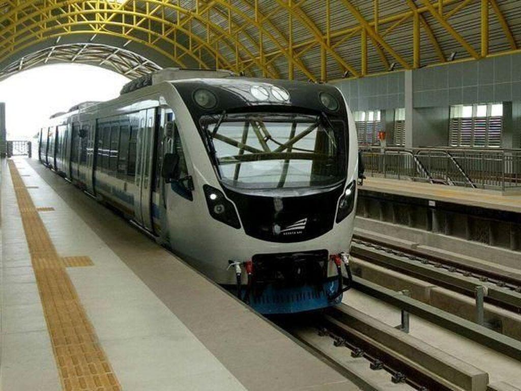 Menhub Sebut Butuh 10 Tahun Agar LRT Palembang Diminati Warga