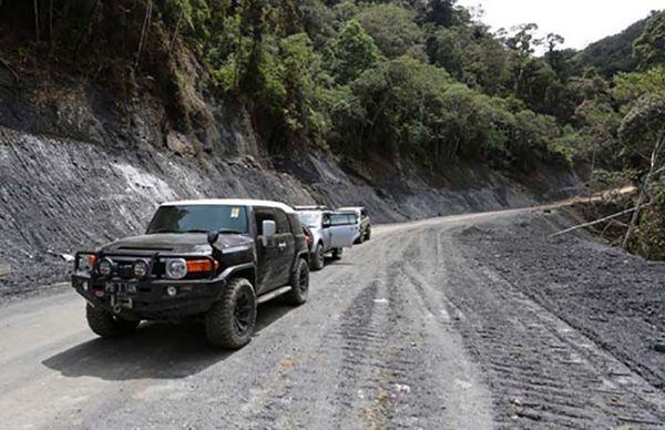 Hingga akhir 2014 jalan Trans Papua di Provinsi Papua baru tembus sepanjang 2.343 km dengan sisa jalan yang belum terhubung sepanjang 865 km. Istimewa/Kementerian PUPR.