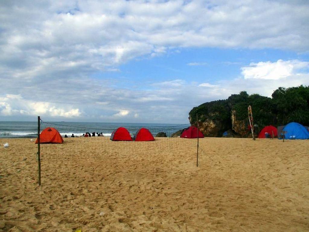 Foto 7 Pantai Sunyi di Gunungkidul, Cocok Buat Kemping