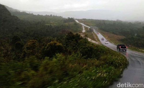 Dengan demikian selama 2015-2019, pemerintah menargetkan menyelesaikan 1.066 km jalan Trans Papua sehingga menjadi fungsional atau bisa dilewati seluruhnya. Danu Damarjati/detikcom.