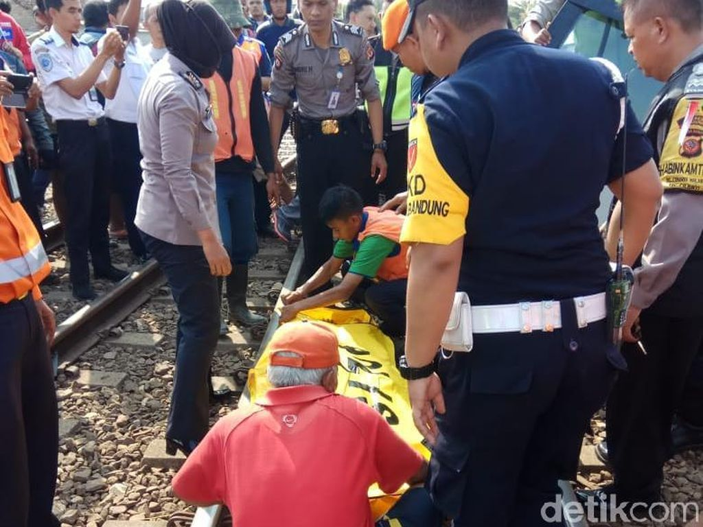 Mobil Terseret Kereta di Bandung, Pengemudi Perempuan Tewas