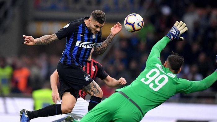 Mauro Icardi mencetak gol kemenangan Inter Milan ke gawang AC Milan (Alberto Lingria/REUTERS)