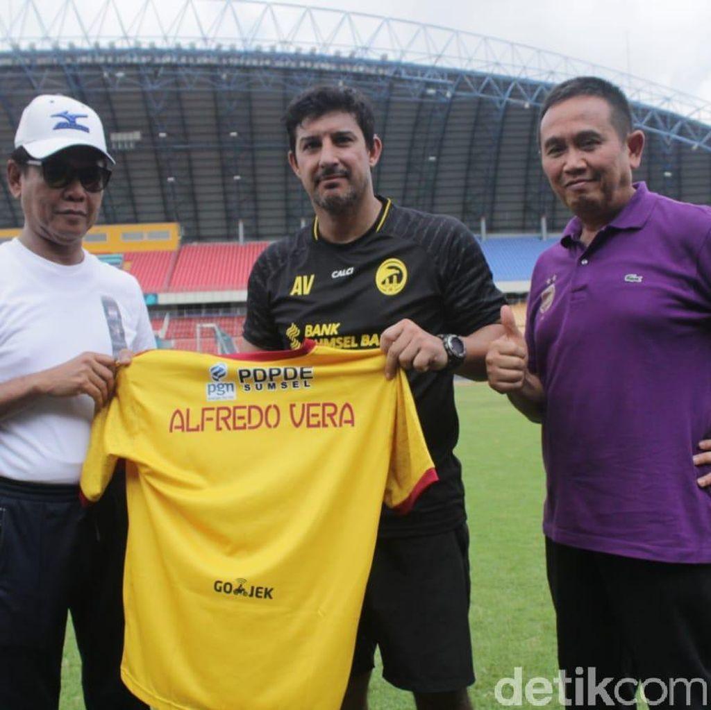 Alfredo Vera Jadi Pelatih Sriwijaya FC