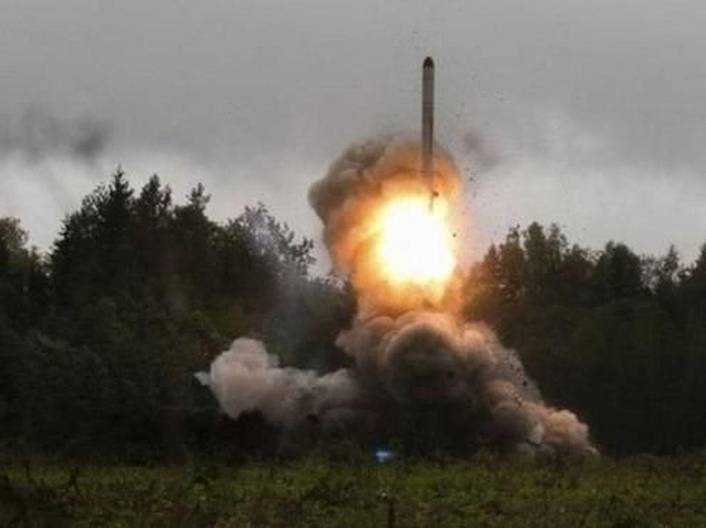 Trump Segera Batalkan Kesepakatan Anti-roket Antara AS dan Rusia
