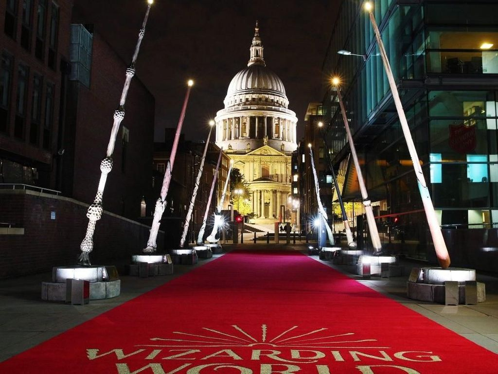 9 Tongkat Sihir Raksasa Harry Potter Dipajang di London