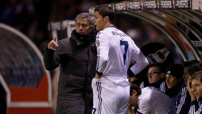 Momen Jose Mourinho dan Cristiano Ronaldo di Real Madrid. (Foto: Gonzalo Arroyo Moreno/Getty Images)