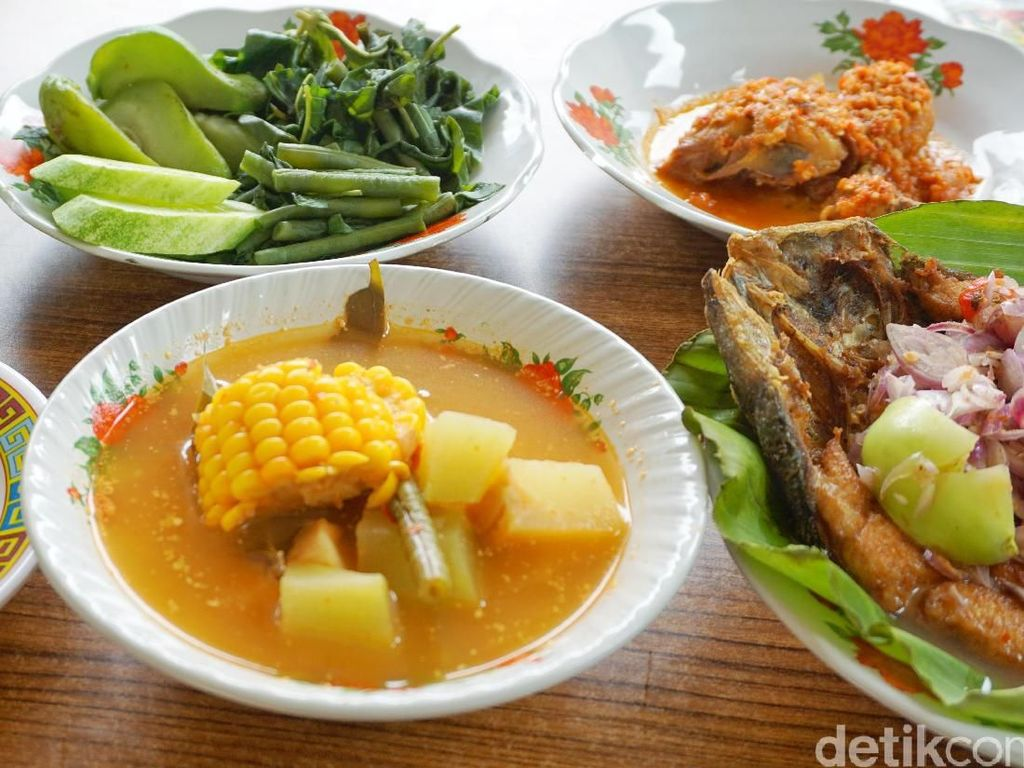 Enaknye Makan Sayur Asem dan Pecak Bandeng Pakai Nasi Hangat
