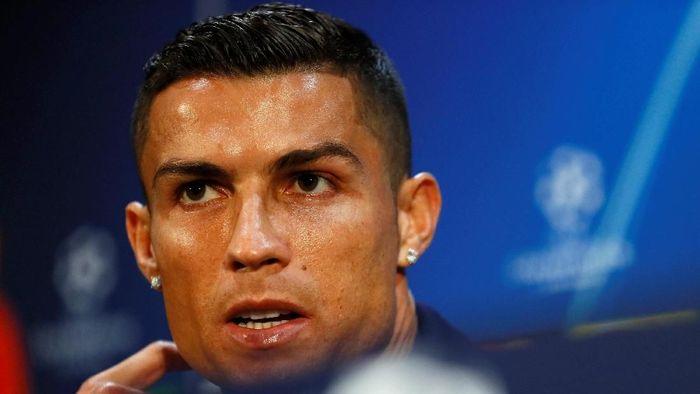 Cristiano Ronaldo berbicara di konferensi pers jelang laga Manchester United vs Juventus. (Foto: Jason Cairnduff/Reuters)