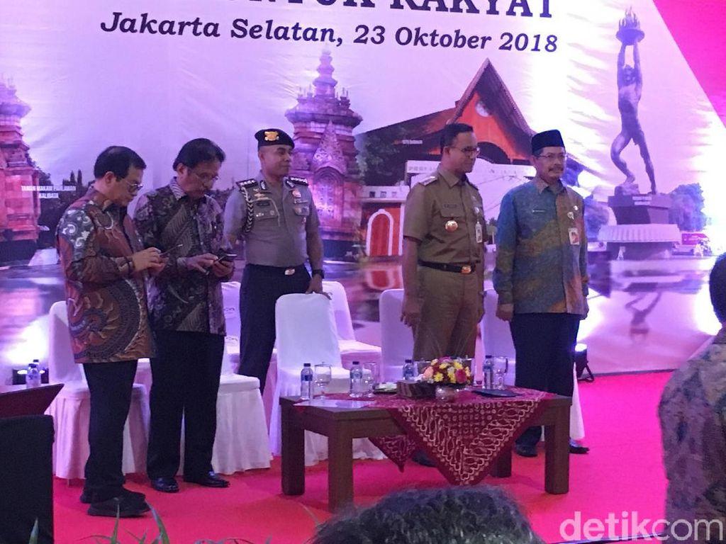 Temani Jokowi Bagi Sertifikat Tanah, Anies: Selamat Datang Kembali