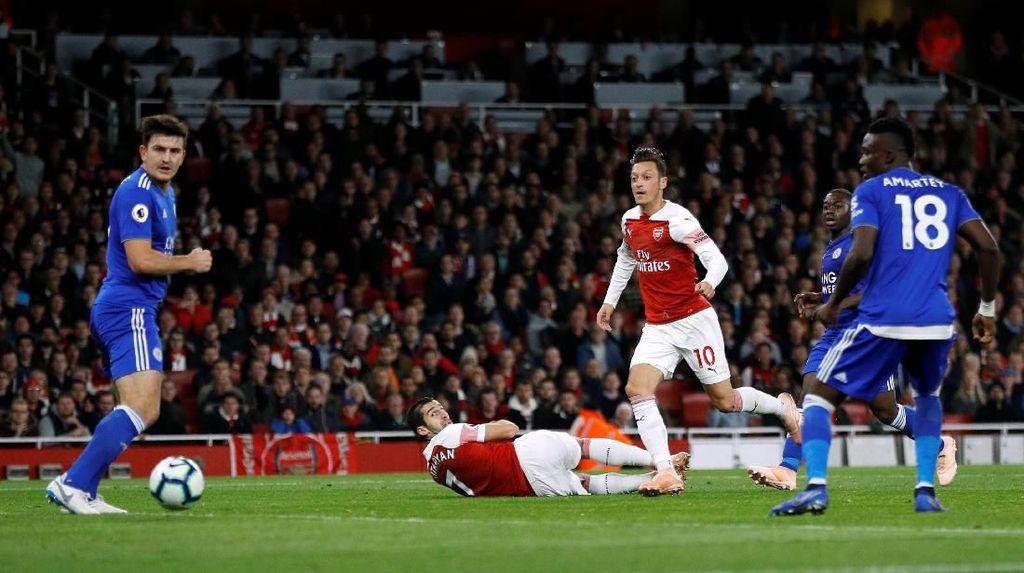 Oezil Bikin Arsenal Berbahaya