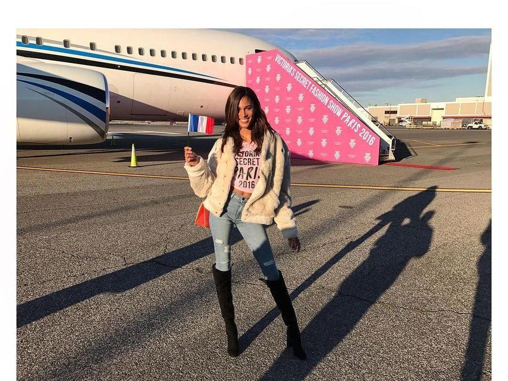 Foto: Saat Model Victorias Secret Cindy Bruna Pergi Liburan