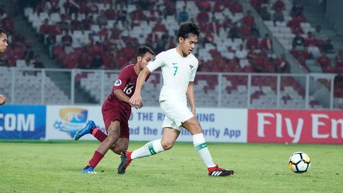 Muhammad Luthfi saat berlaga di Indonesia melawan Qatar. (Foto: 2018 Asian Football Confederation (AFC))