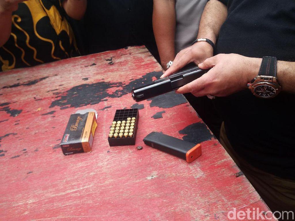 Polisi Uji Tembak Pistol Peluru Nyasar DPR di Mako Brimob Depok