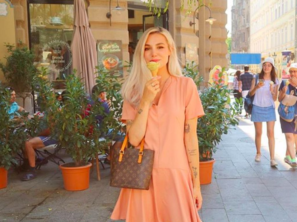 Punya 7 Juta Subscriber, YouTuber Cantik Ini Malah Pensiun