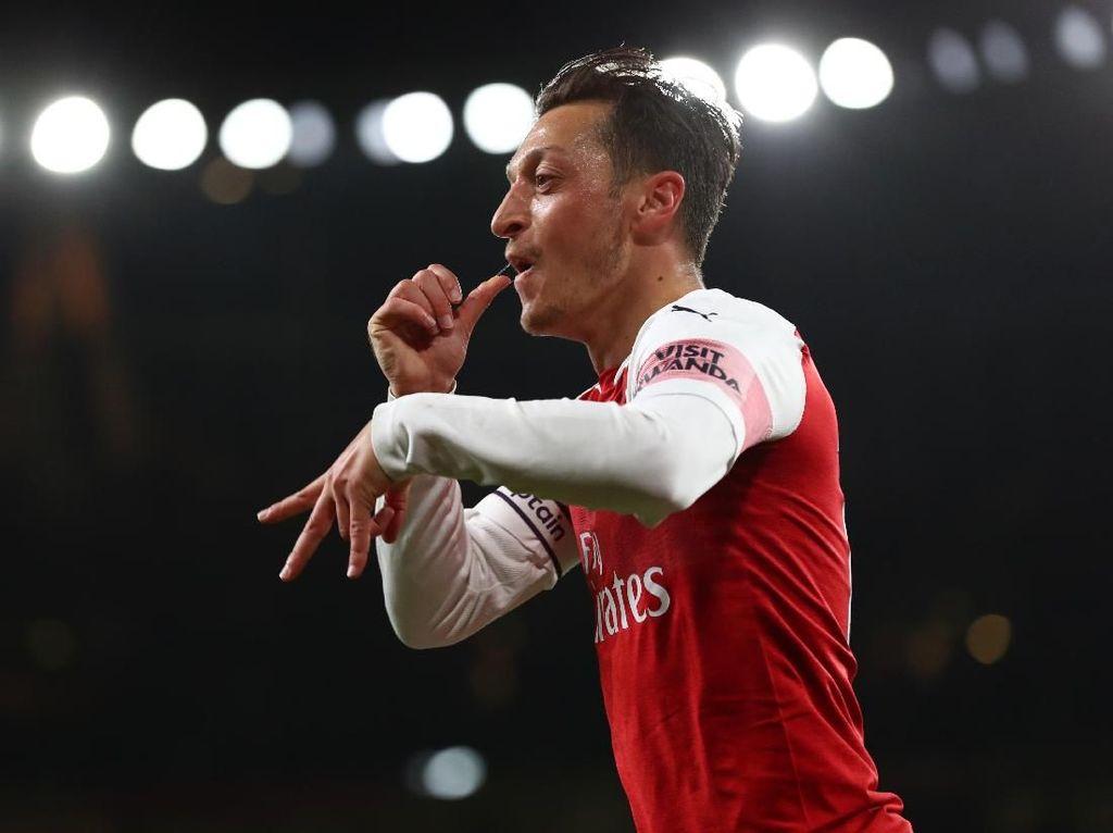 Mesut Oezil Sang Konduktor Arsenal di Emirates